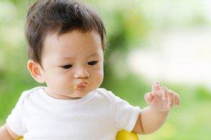 Pierwszy sta�y posi�ek niemowlaka - co kraj to obyczaj