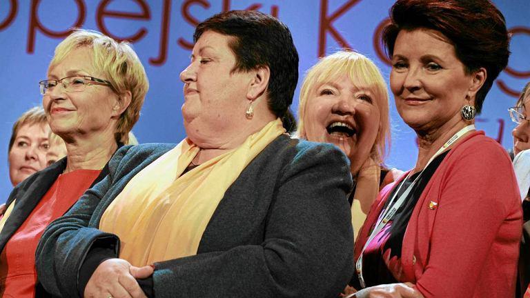Lena Kolarska-Bobińska, Henryka Krzywonos i Jolanta Kwaśniewska podczas Kongresu Kobiet