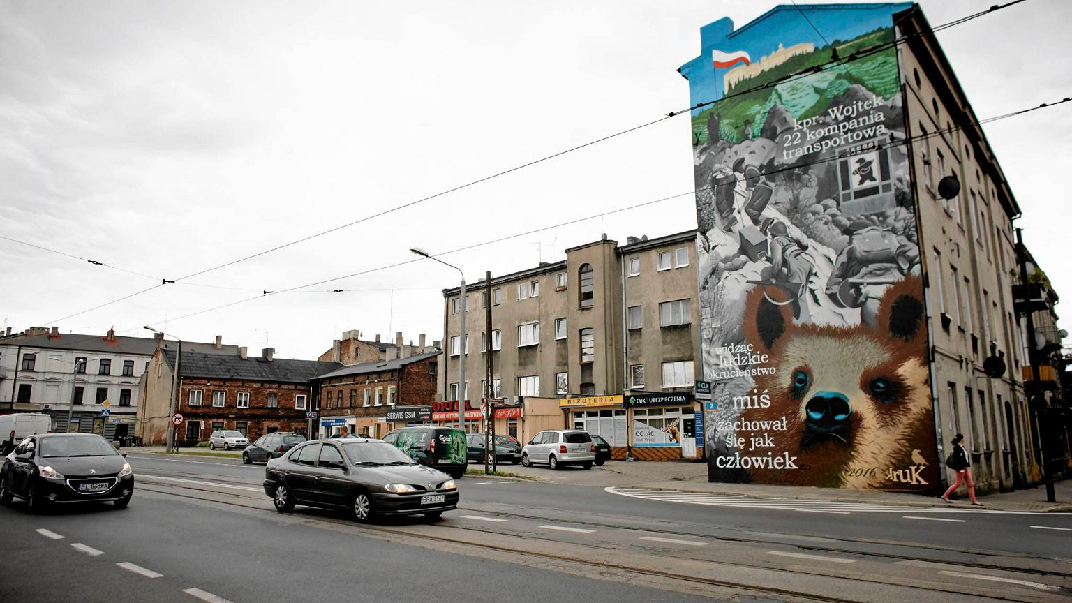 Mi wojtek zerka ze ciany historyczny mural w pabianicach for Mural z papiezem franciszkiem