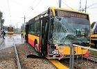 Zderzenie autobusu z tramwajem w Warszawie. Jest wielu rannych
