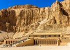 Egipt: Deir el-Bahari. Na stanowisku archeologicznym Deir el-Bahari znajduje si� kilka wspania�ych zabytk�w: �wi�tynia Hatszepsut, �wi�tynia grobowa Mentuhotepa II, �wi�tynia Totmesa III, a w s�siedniej dolince - grobowiec-skrytka DB-320, w kt�rej ukryto mumie najwi�kszych faraon�w XVII, XVIII, XIX i XX Dynastii, m.in. Totmesa II, Amenhotepa I, Setiego I i Ramzesa.