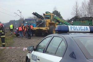 Eksplozja na szlaku kolejowym. Pod ci�ar�wk� wybuch� pocisk