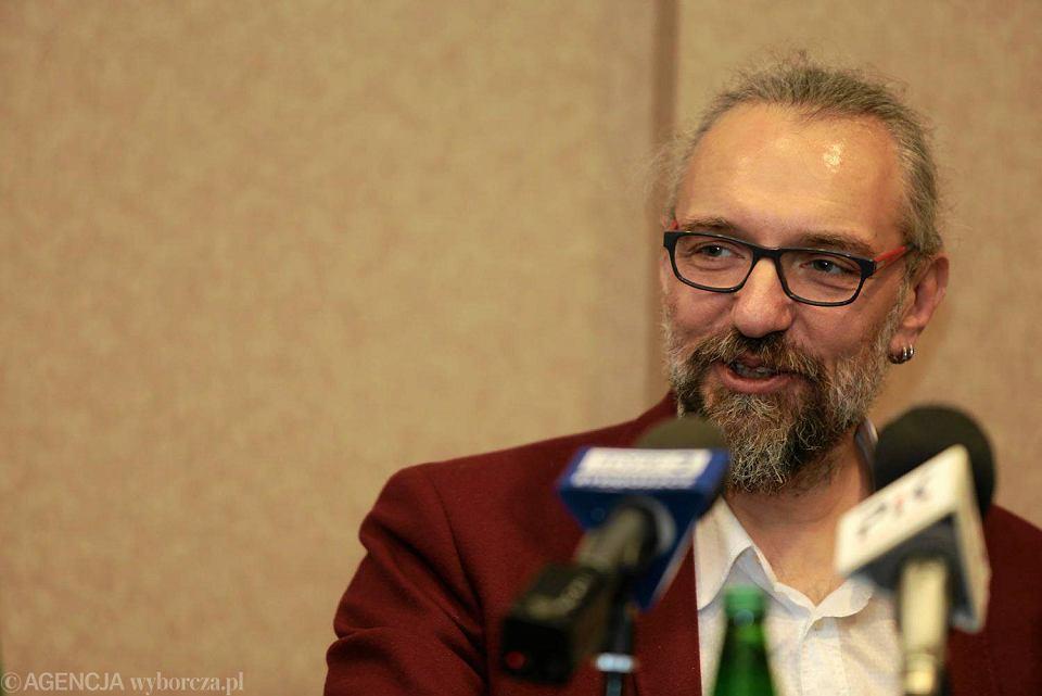Mateusz Kijowski na konferencji prasowej