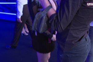 Ewelina Lisowska wyst�pi�a jako pierwsza. Jej taniec nie zachwyci�, za to figura owszem. Pupa, nogi, brak stanika...