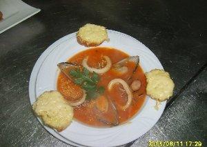 Zupa z owocami morza - ugotuj