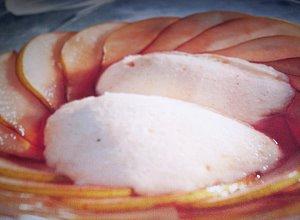 Carpaccio z gruszek z musem waniliowym