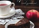 Tarta czekoladowa z jab�kiem i rodzynkami