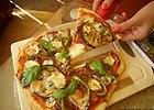 Pizza z tu�czykiem i grillowanym bak�a�anem.