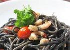 Czarne spaghetti z krewetkami i �ososiem