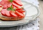 Sabl� z kremem marcepanowym i truskawkami