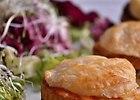 Francuskie hamburgery z oscypkiem, kurczakiem i sosem gruszkowym