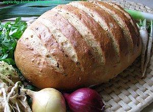Chlebek pszenny z cebul�
