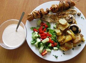 Grilowana pier� z kurczaka z grilowanymi ziemniakami