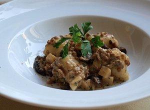 Ragout mięsno-grzybowe z kopytkami - ugotuj