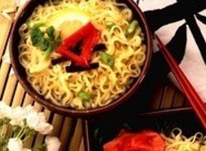 Sa�atka z zupek chi�skich z tu�czykiem