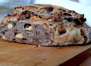 Chleb z suszonymi jab�kami i orzechami w�oskimi