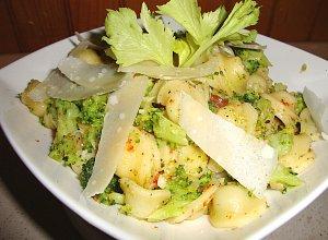 Orecchiette z brokułami, suszonymi pomidorami i parmezanem - ugotuj