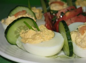 Jajka faszerowane parmezanem