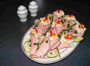 Wielkanocne roladki nadziewane past� drobiow�