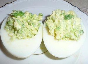 Jaja faszerowane broku�em