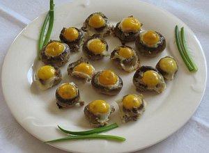 Przepi�rcze jajeczka w pieczarkach