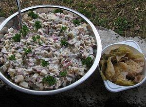 Sałatka z marynowanymi grzybkami - ugotuj