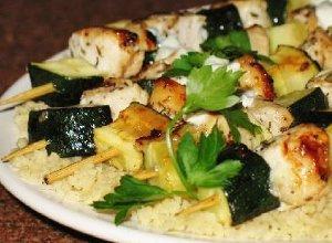 Drobiowe suwlaki z sosem tzatziki