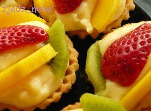 Babeczki z nadzieniem budyniowym z owocami