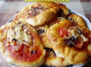 Placuszki czosnkowe z pomidorami
