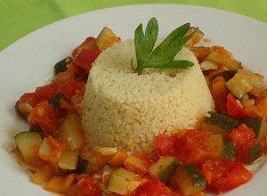 Kuskus z pikantnymi  �r�dziemnomorskimi warzywami