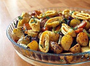 Pieczone warzywa z boczkiem i omletem