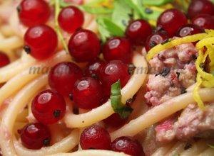 Spaghetti z tuńczykiem i... porzeczkami