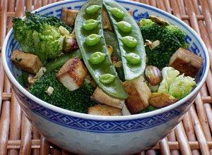 Broku�y z tofu, groszkiem i pistacjami - ugotuj