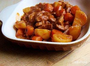 Gulasz z ziemniakami - ugotuj