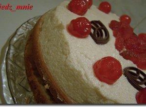 Tort z kremem i jab�kami