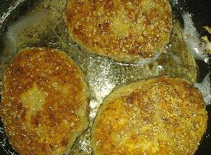 Kotlety z kaszy gryczanej i sera