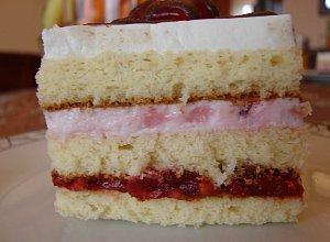 Ciasto tortowe z bit� �mietan�
