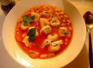Zupa pomidorowa extra (z fasolką i uszkami)