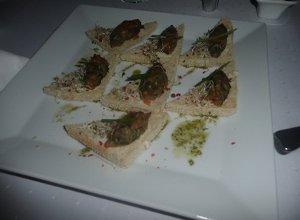 Chlebki z tatarem z �ososia - ugotuj