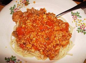 Spaghetti z sosem pomidorowym - ugotuj