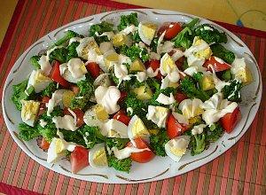 Sałatka z brokuła, pomidorów i jajek - ugotuj