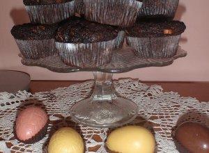 Wielkanocne czekoladowe baby z bananami i kawa�kami czekolady