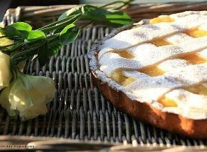 Jab�kowa tarta z marcepanow� kratk�