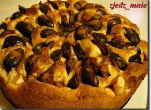 Ciasto drożdżowe ze śliwą - ugotuj
