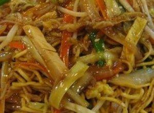 Chow mein - sma�ony makaron z kurczakiem - ugotuj
