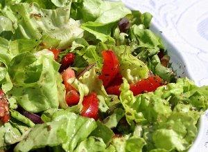 Wiosenna sałatka z pomidorami - ugotuj