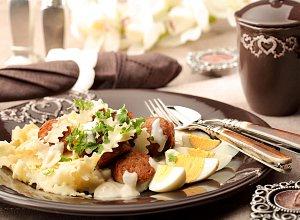Bia�a kie�basa w sosie chrzanowym na wst��ce z�bkowanej - ugotuj