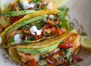 Kukurydziane tacos z grillowanymi krewetkami i sals� pomidorow� - ugotuj