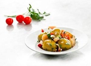 Hiszpańskie zielone oliwki z miodem, słodkim sokiem pomarańczowym i selerem - ugotuj