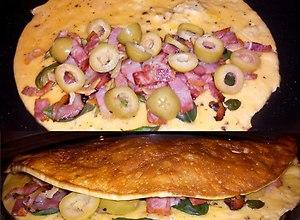 Omlet francuski z boczkiem, oliwkami, świeżą bazylia i czosnkiem - ugotuj